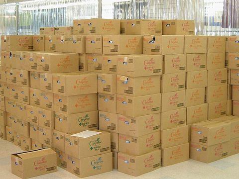 救援物資の中に「しみ付きパンツ」が入っていることも…。 また、たとえ新品の物資でも様々な理由で配